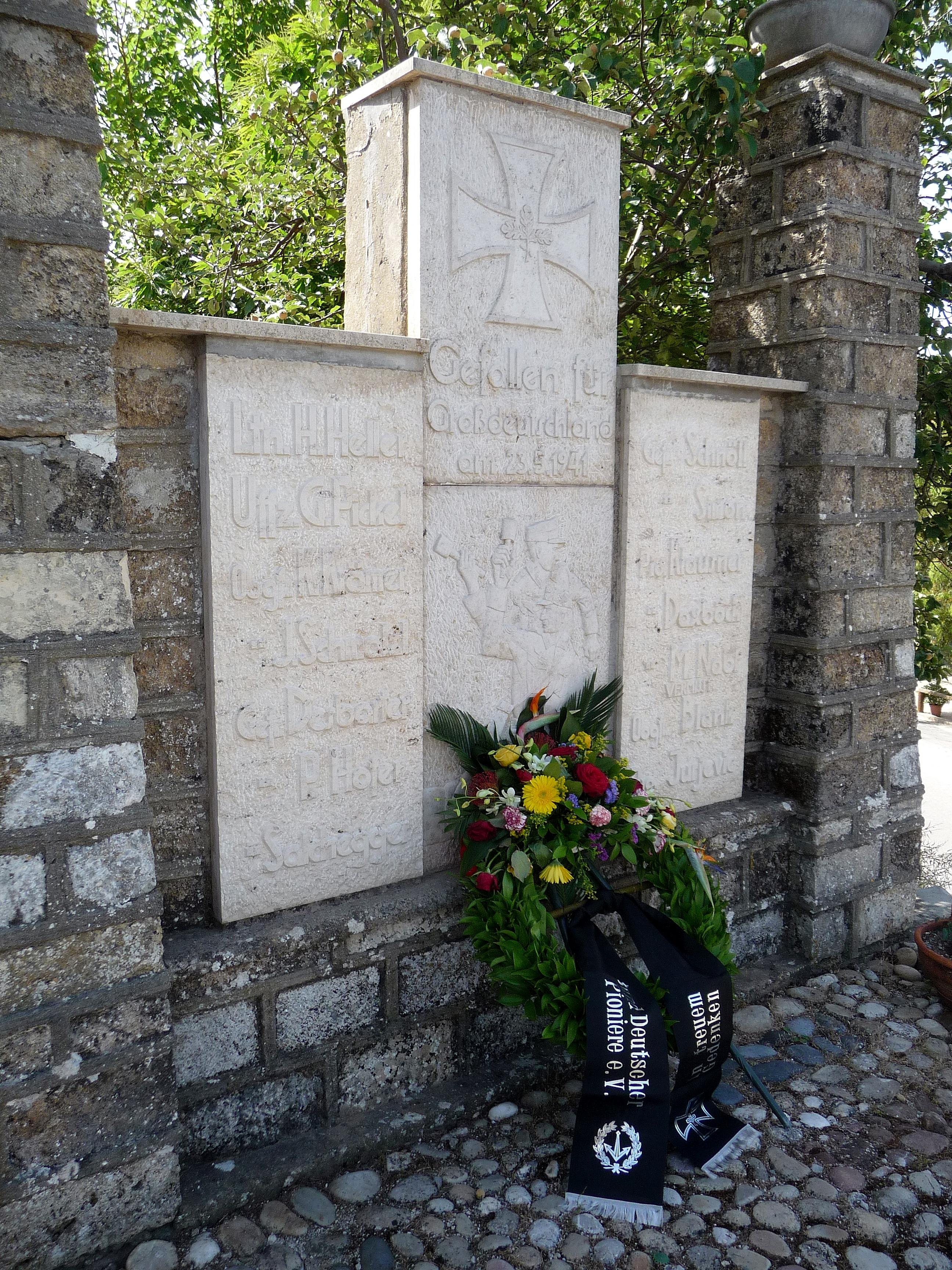 Floria, Gefallenen-Denkmal